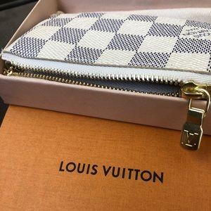Louis Vuitton Accessories - LOUIS VUITTON WHITE KEY POUCH